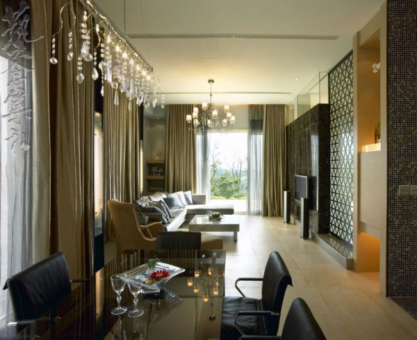 美式木制别墅室内过道设计效果图