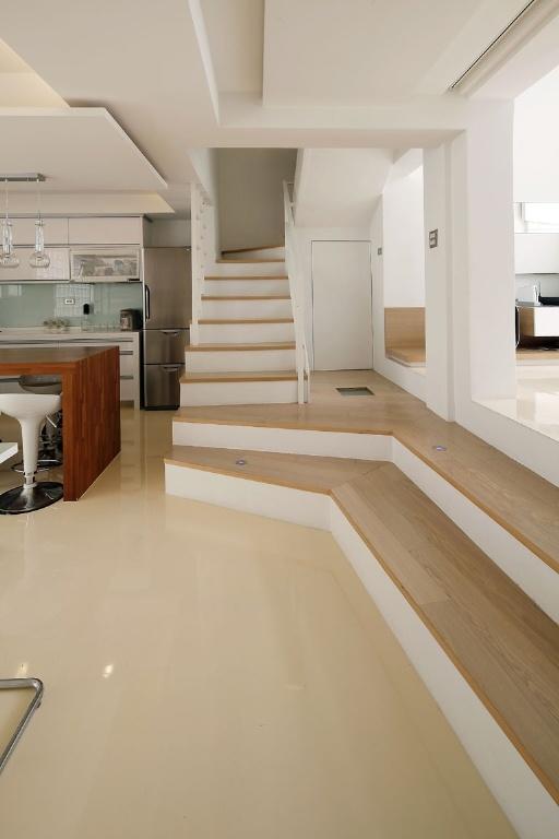 现代极简别墅室内楼梯装修效果图