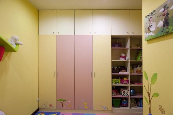 日式兒童衣柜效果圖