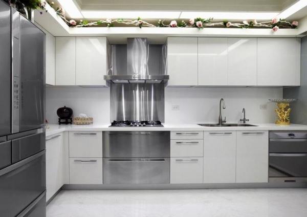 现代别墅室内厨房装饰设计效果图-现代别墅室内考究装饰效果图