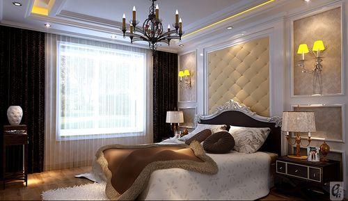 臥室設計比較歐式的,床頭背景采用石膏板造型鋪貼壁紙的設計方式,貴氣