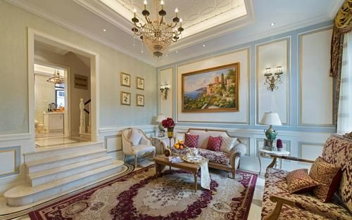 客厅的设计,顶面造型吊顶,墙面欧式风格特点的设计加上挂画的装饰