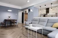 78平的小户型二居室,大半个家做主卧