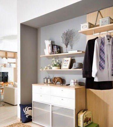 主卧室衣柜效果图:根据房间高度来定制衣柜,即使是斜屋顶的角落也能不