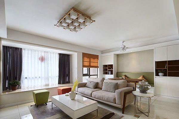 而这间小户型客厅却把欧式风格也运用的恰到好处,以具有扩容感的白色