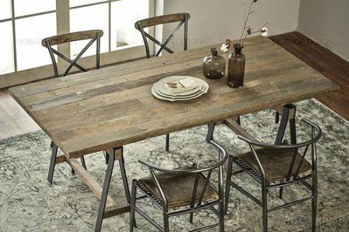 窄木板条拼接餐桌