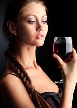 家居知识:每天一杯酒 让人更漂亮