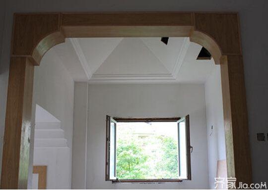 六:门窗的制作 木工施工第一步就是先对其门窗的制作,当然门窗的制作也包括门套与窗套的制作。 七:家具框架 其木工施工所制作的家具有:厨房橱柜、电视柜、衣柜、书柜、边柜、酒柜等等,当然第一步则是进行制作框架。 八:封装 在木工施工制作完木制品后,则需对其整个木制品表面进行一个细节的封装。