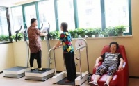 運動家具打造老年人健身房,諸多運動器材和項目