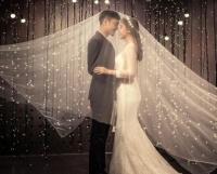 160穿齐地婚纱还是拖尾 如何根据身材挑选婚纱