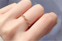 左手中指戴戒指 其他手指戴戒指的含义