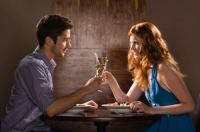 第一次跟女生聊天怎么聊 跟女生聊天聊什么不尴尬